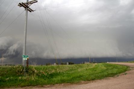 An extensive shelf cloud in Kansas